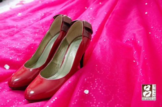新娘紅色禮服配上紅色高跟鞋