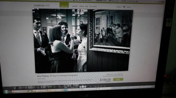 新娘的表情配上旁邊的畫