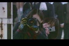 PS:在電影 花與愛麗絲(2004) Hana偷拍用的相機就是Contax T3 silver