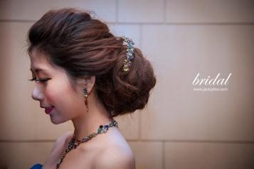 優雅的新娘側面照