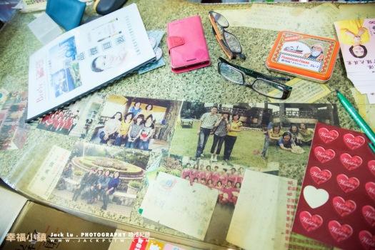新娘家母親的辦公桌上的照片