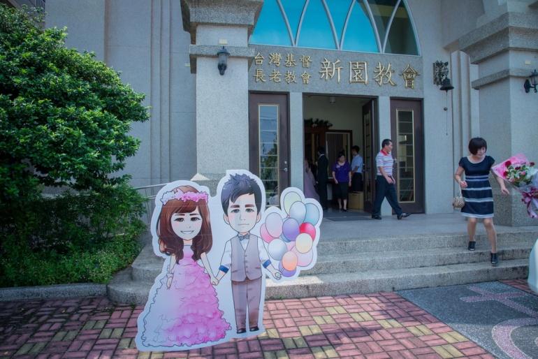 新娘為了結婚特別做的超可愛卡通版的人形立牌,可惜最後時間上有點趕沒有拍到很多張