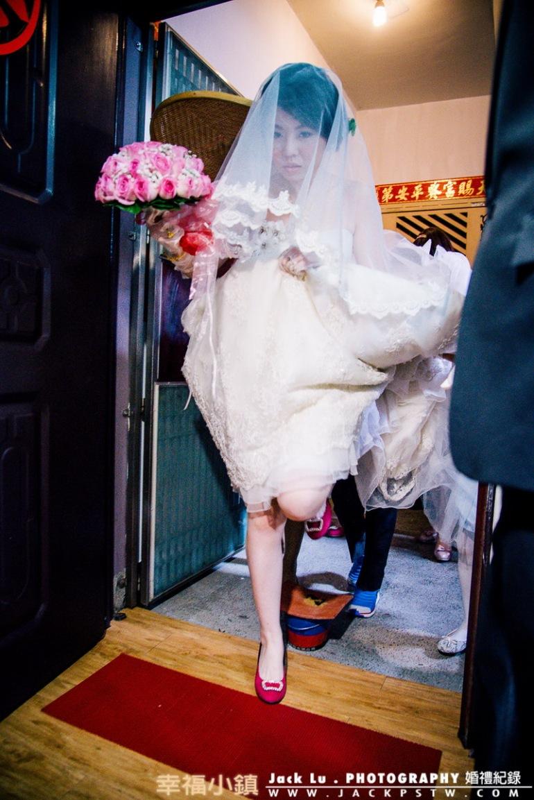 新娘家跨火爐