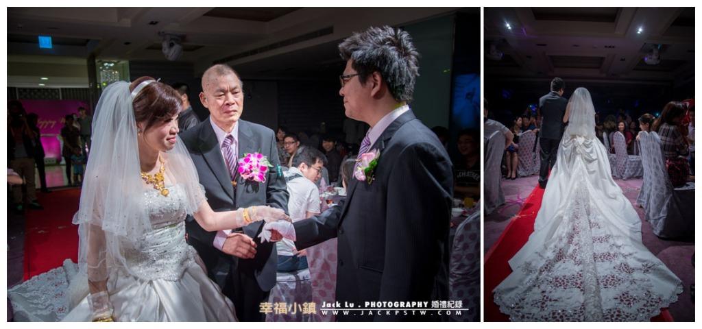 父親把新娘交給新郎,新娘最想看的畫面自己進場的白紗的畫面
