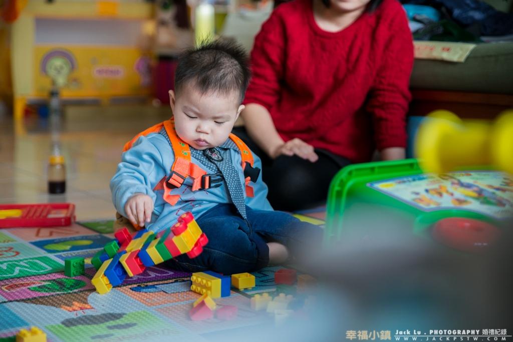 讓父母不用擔心,在外面攝影棚不知玩具上有多久沒清洗