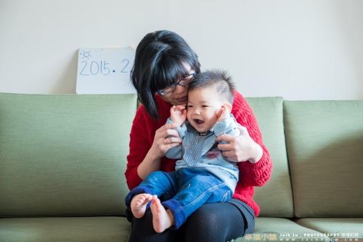 小朋友與母親拍攝合照