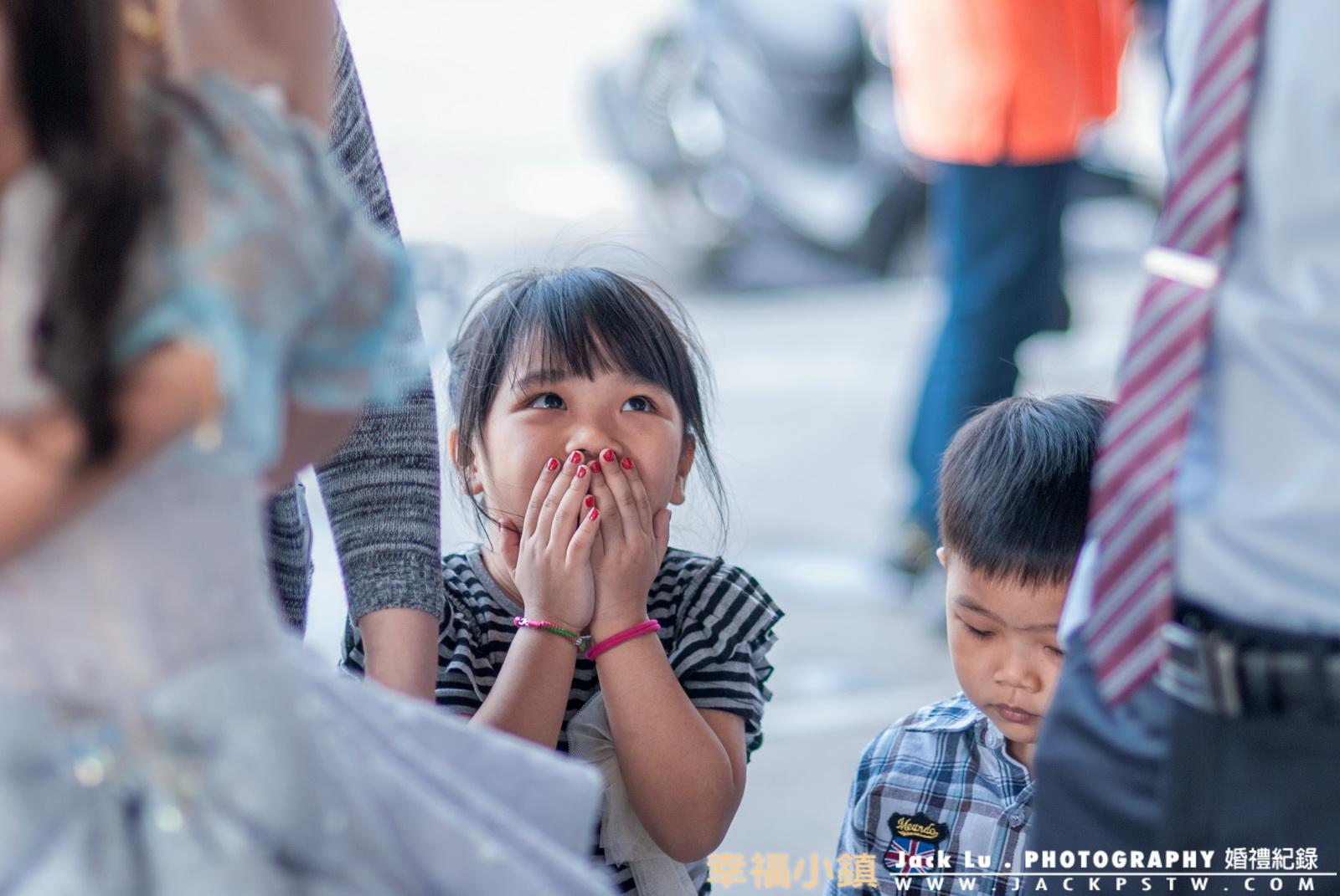小朋友看到當天新娘和新郎的表情XD