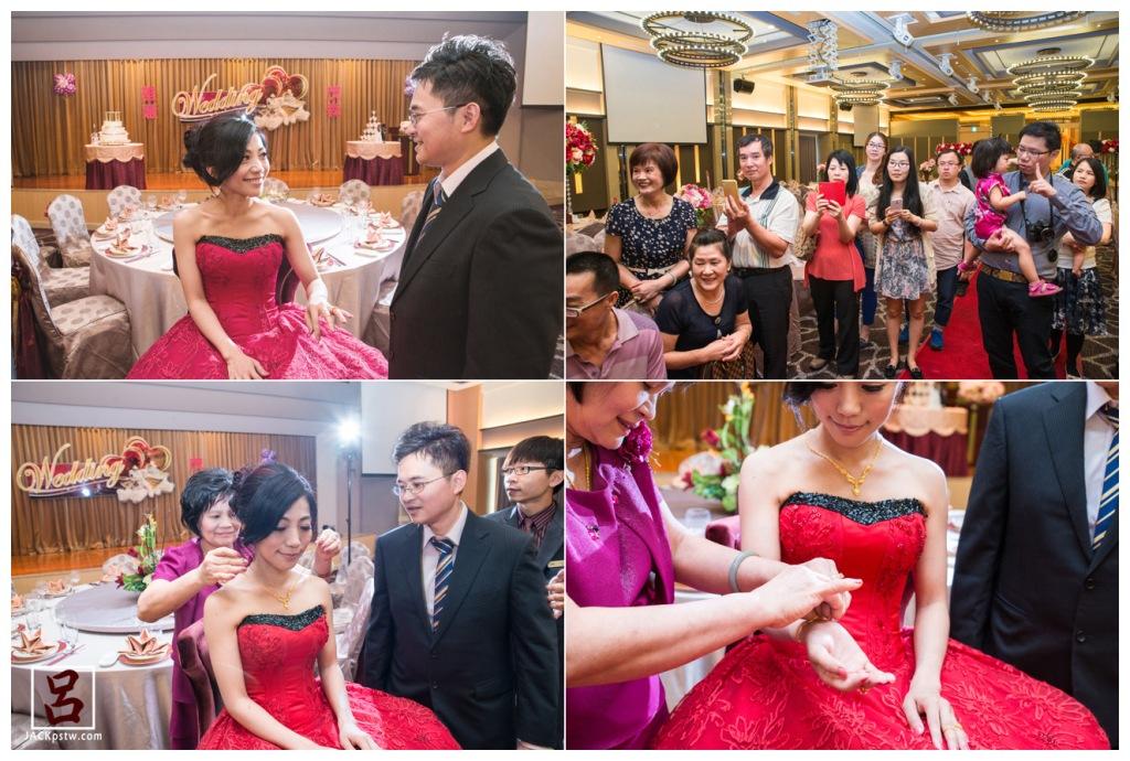 新郎官幫新娘帶上戒指,在眾人親友面前下舉行 主婚人幫新娘帶上金項鍊和金手環