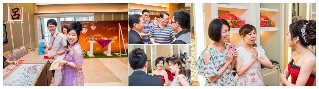 主婚人正在招待賓客,看到一些好久不見親友