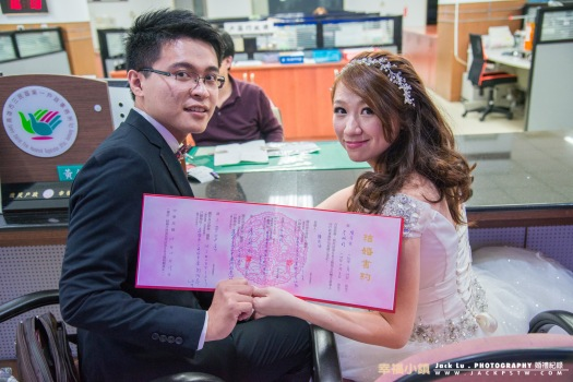 結婚書約要被收走了,很多新人都會要求拍一張
