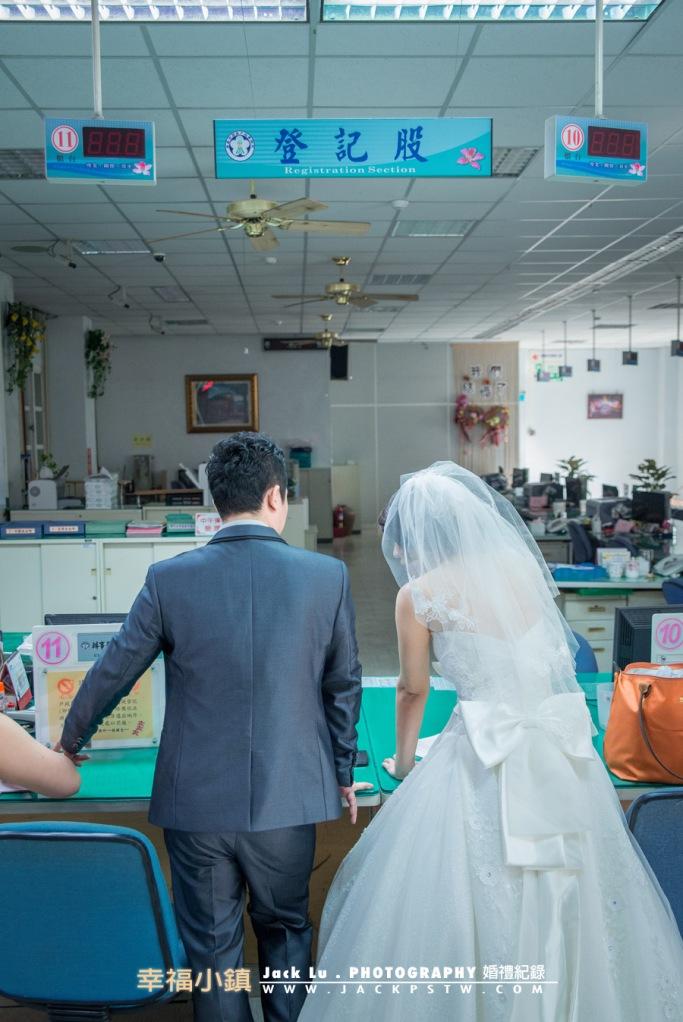 新娘穿的白紗到戶政事務所登記