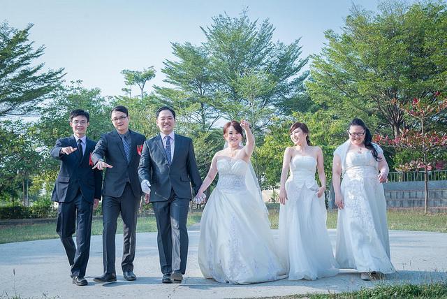 婚紗外拍,新娘與伴娘團體照