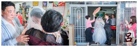 新娘給媽媽一個大擁抱,準備出娘家大門上禮車