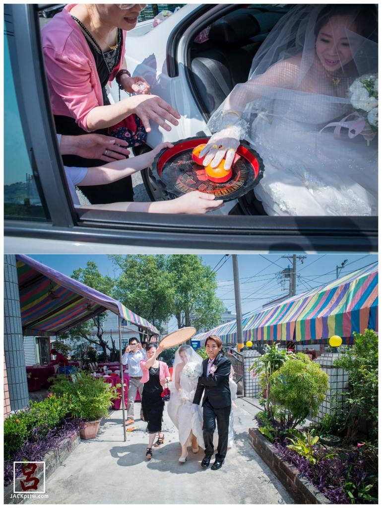 漂亮新娘下禮車摸橘子,在媒婆陪同下進屋