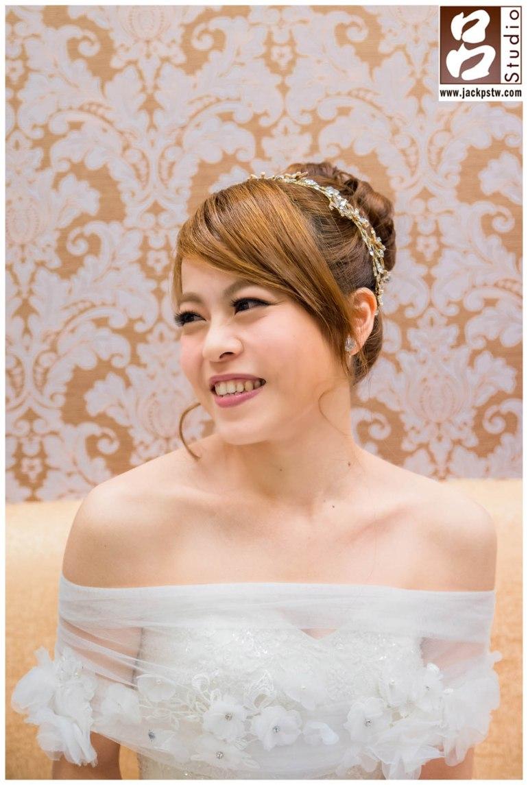 新娘開心笑容獨照