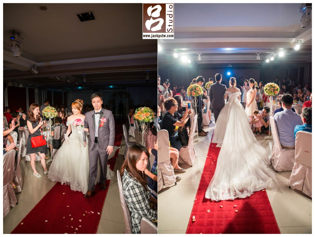新娘子裙擺很漂亮在加上現場的燈光
