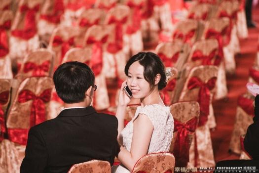 如果能越早報名,越有機會會在最前面,坐在前幾排比較多機會讓官方錄影和官方婚攝拍攝到