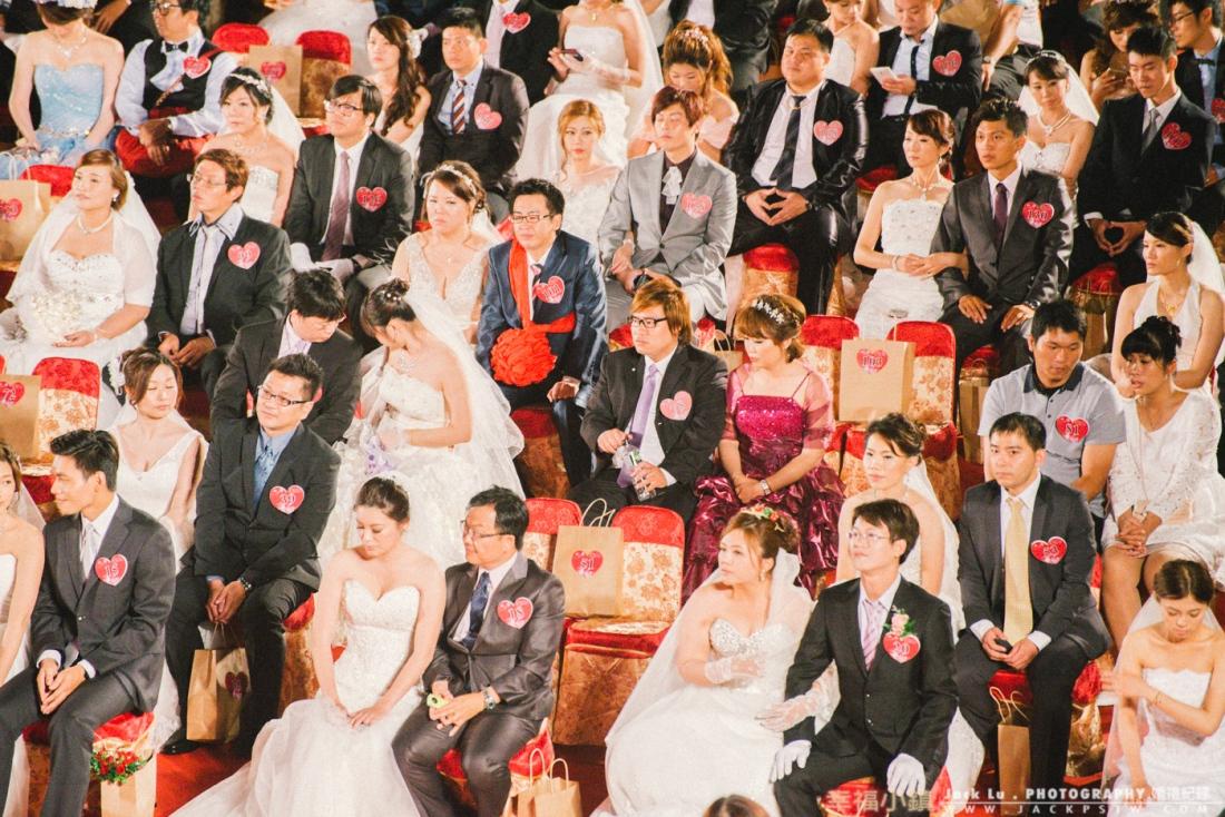 2016-高雄集團婚禮-婚禮攝影-有一些新人可能辦法趕上就會座位上放個紙帶,基本一定要在報到時間到達