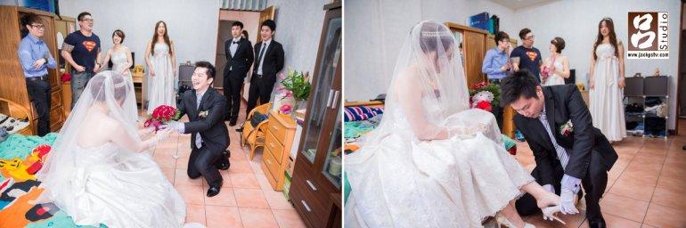 幫新娘穿上婚鞋