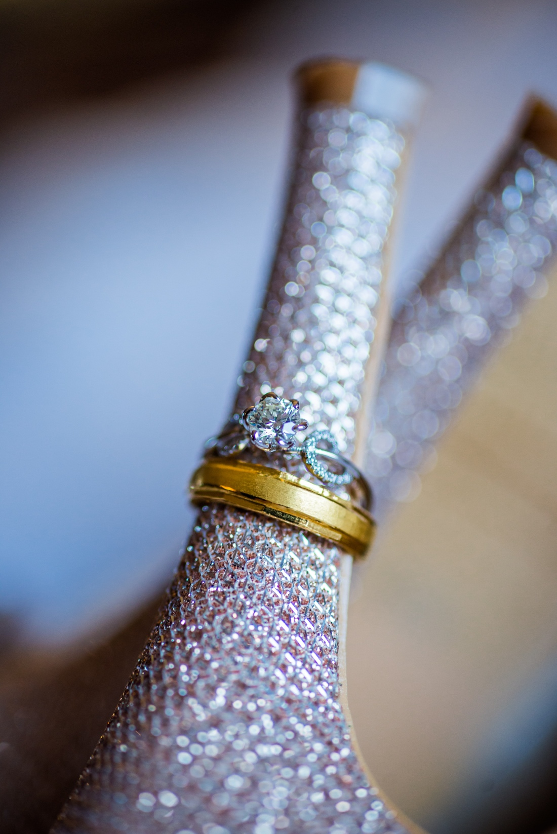 新娘婚鞋配上鑽戒