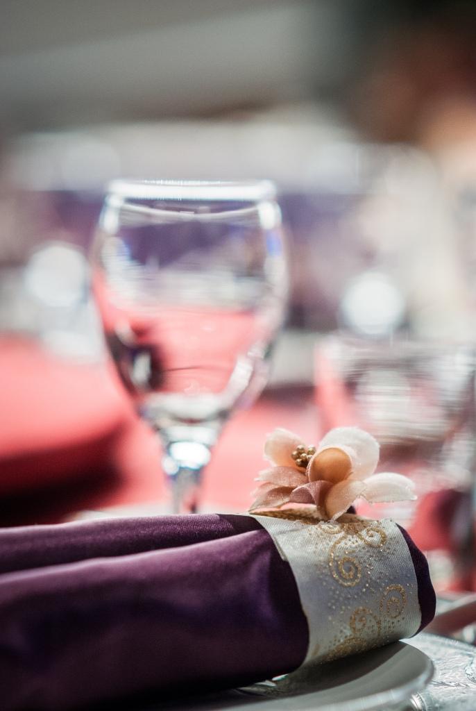 在夢時代的雅悅會館拍攝,我看到婚宴桌上擺的很好看,就花點時間拍攝