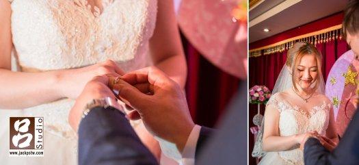 交換戒指,新娘表情