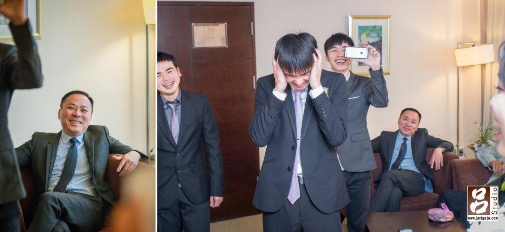 新娘的父親看得很開心,新郎想破頭。