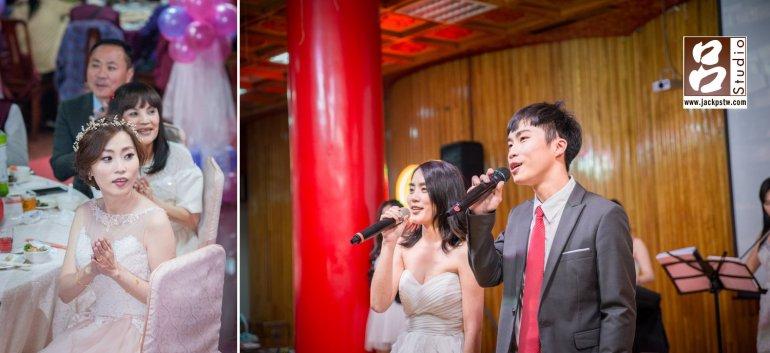 親友獻唱,新娘和父母看到很高興