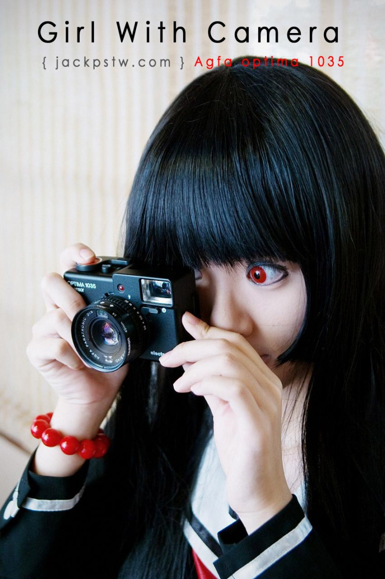 Gril-With-Camera-agfa-1035