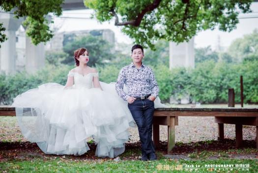 這張是他們在休息時,我偷拍到了畫面,後來新娘也把挑選這張