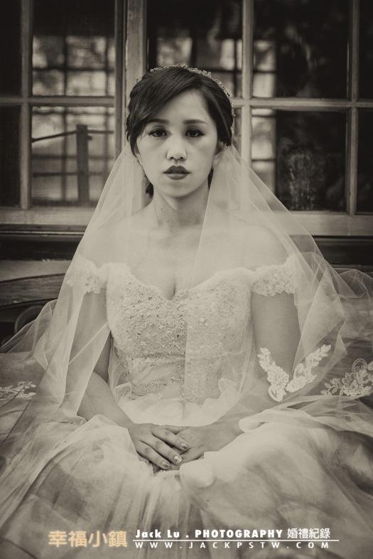 這張是小呂嘗試調到黑白照,想要表現出以前拍的很嚴肅的表情照片
