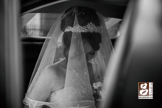 個人還滿喜歡這張給的感覺,新娘想哭,卻一直忍住
