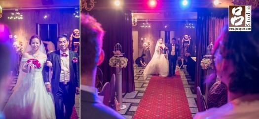新娘父親牽的Angela走在紅地毯