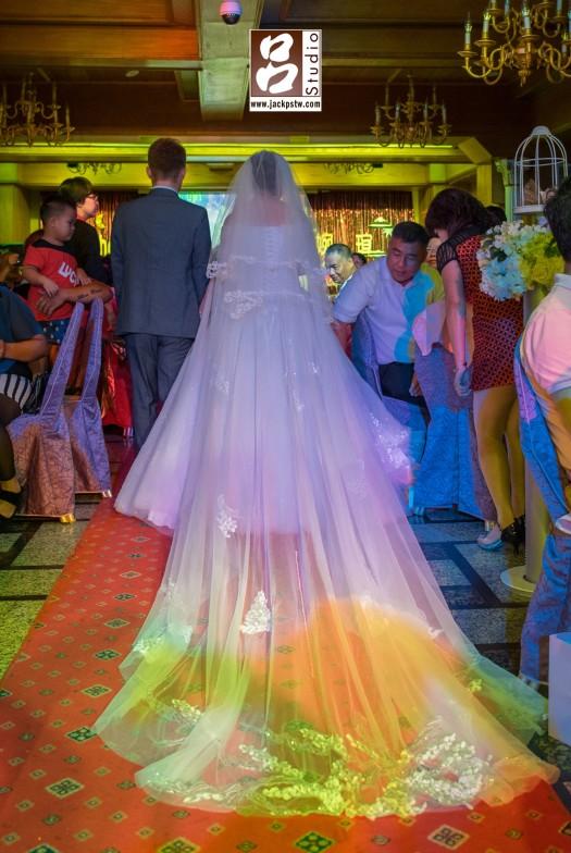 Mehdi+Angela走在婚宴的紅地毯