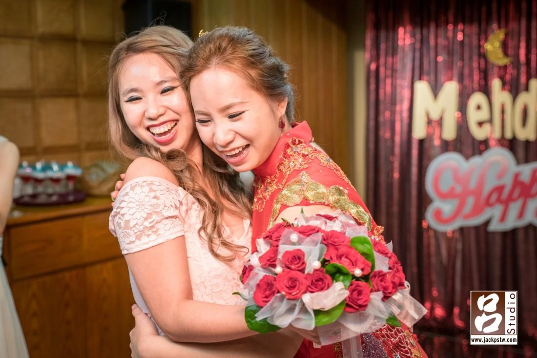 新娘的妹妹抽中捧花