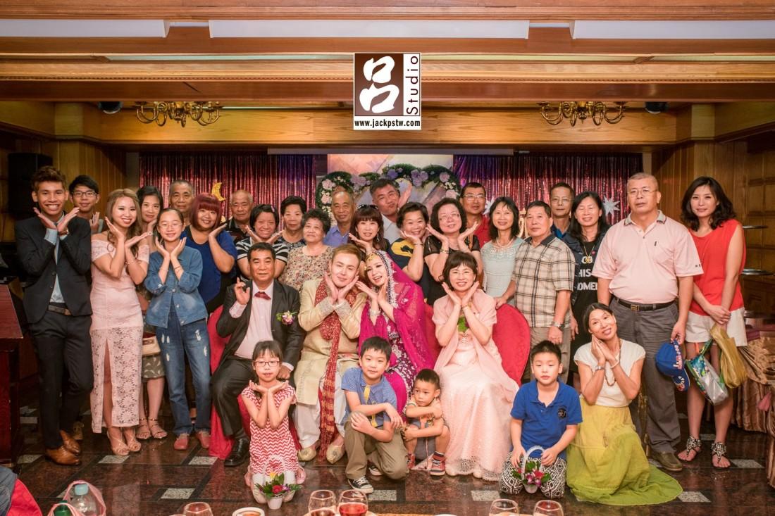 Mehdi和Angela很難的回到台灣,特別在婚宴結束後留下來拍攝大合照