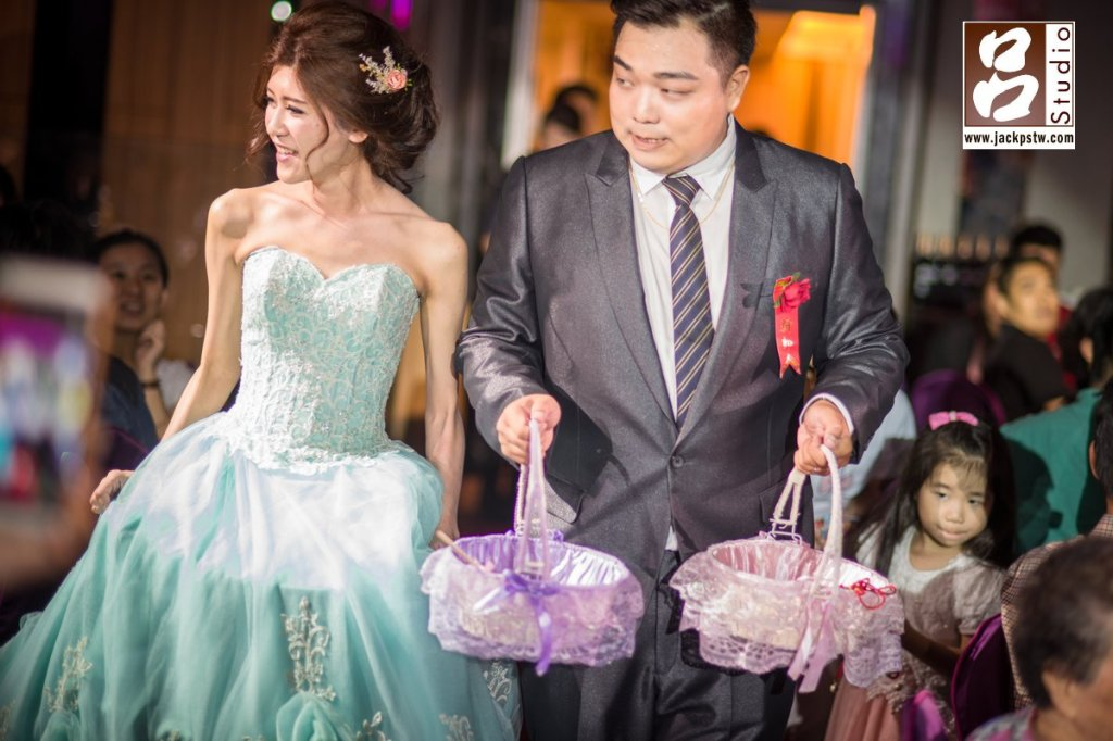 二次進場新娘換上水籃色的禮服