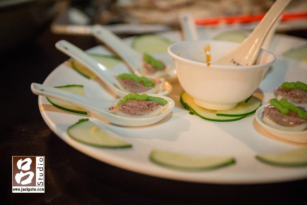 """響羅雷餐廳-生鮮魚苗,還有一道菜叫""""三杯鱷魚肉""""我和新秘都嚇到"""