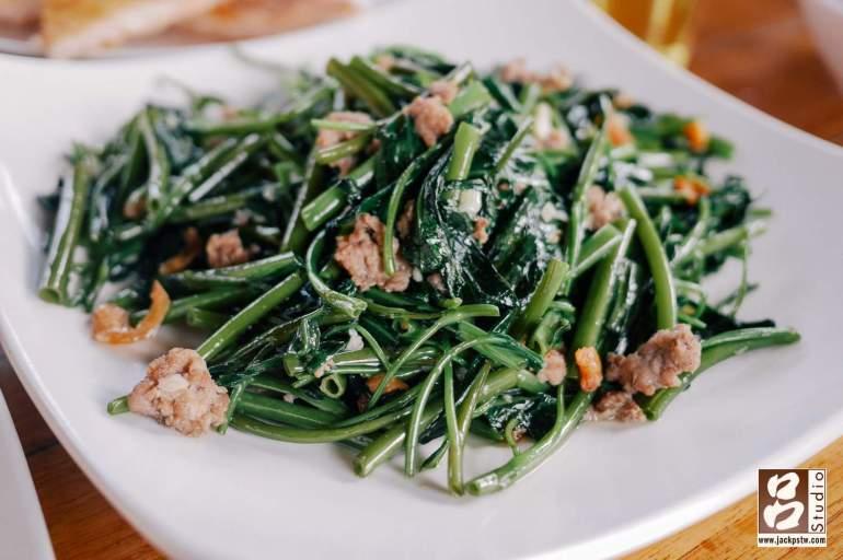 蝦醬空心菜也是熱門餐點之一