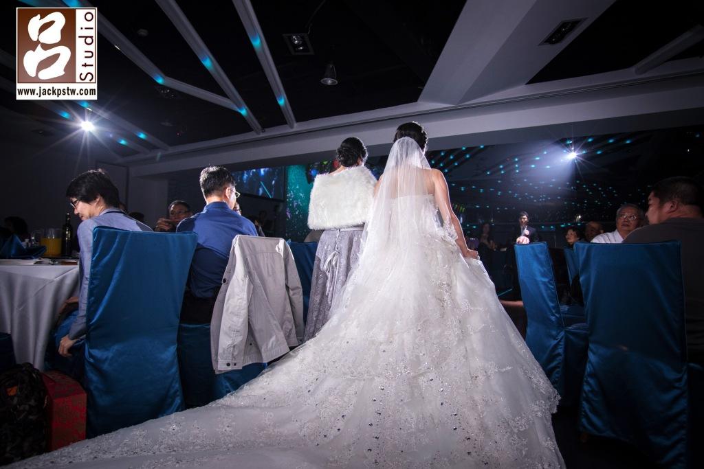新娘子白紗裙尾