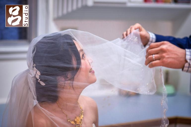 新娘掀頭紗