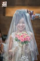 蓋上白紗甜美的新娘
