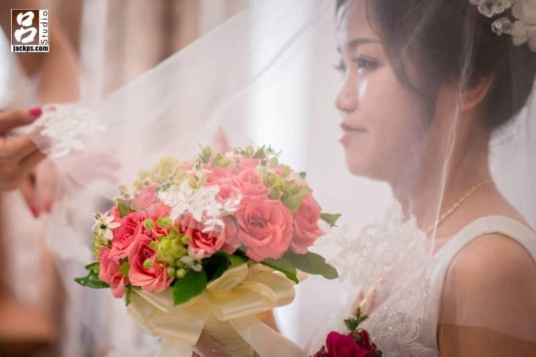 白紗新娘側面照