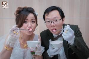 新娘和新郎甜蜜的照片