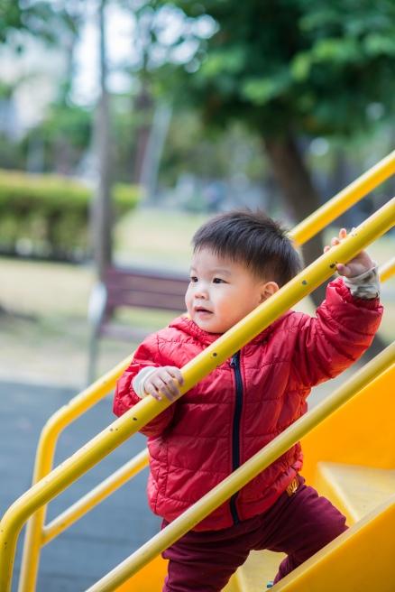 在親子遊樂場拍照
