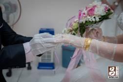 新娘戴上戒子