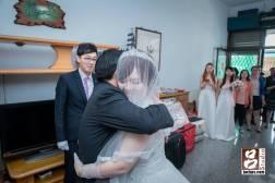 新娘給父親大大擁抱