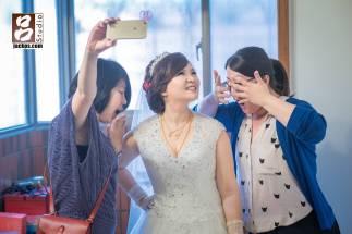 新娘說只有今天才有機會看到擠出來