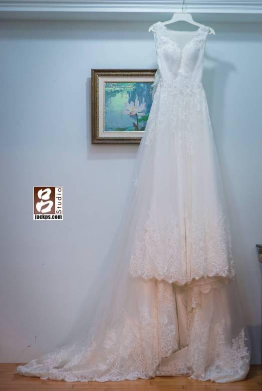 新娘今天穿的白紗