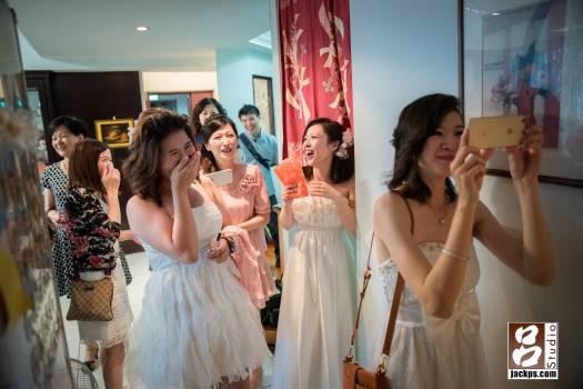 新娘要求新郎愛情宣言要用台語,逗得後面的校不停